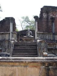 Polonnaruwa - vatadage Bouddha cardinal